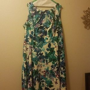 Signature Darby 18 sleeveless floral dress